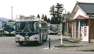新交北貸切バス(新潟交通) いすゞK-CJM470 +北村 (冷房車)_e0030537_21304132.jpg