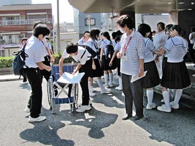 今年で最後になるかも?地域の中学の福祉体験授業_c0167961_7253699.jpg