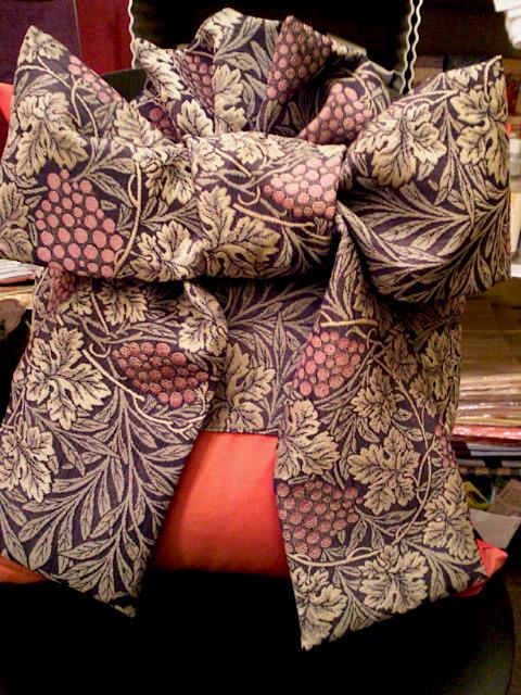 """""""着物の帯""""をイメージしてクッションを作りました_c0157866_1929296.jpg"""