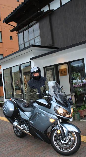 東京からバイクでやって来るカッコいい人_d0178448_158528.jpg