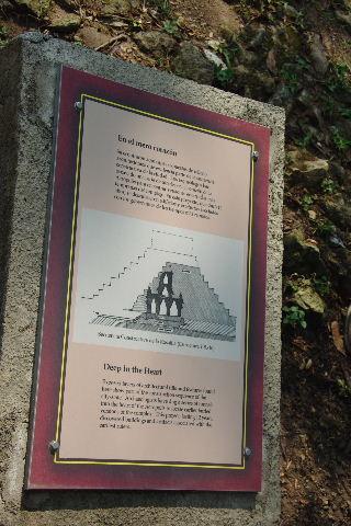 コパン遺跡 (3) 西広場 ② 16号神殿と祭壇Q_c0011649_6532162.jpg