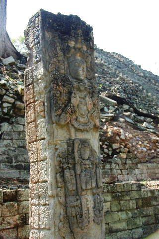 コパン遺跡 (3) 西広場 ② 16号神殿と祭壇Q_c0011649_7265911.jpg