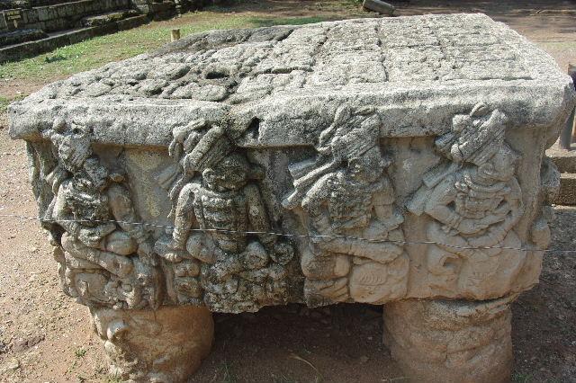 コパン遺跡 (3) 西広場 ② 16号神殿と祭壇Q_c0011649_7482573.jpg