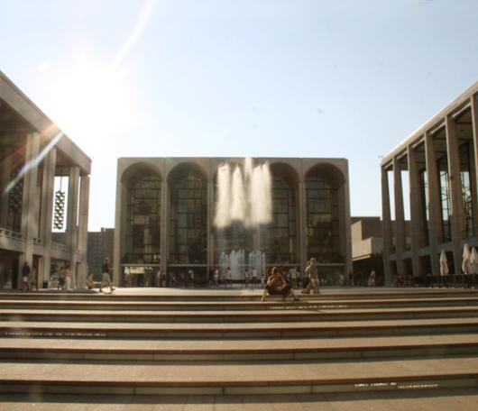 リンカーンセンターに巨大噴水が新登場!_b0007805_19512474.jpg