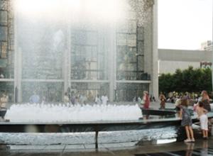 リンカーンセンターに巨大噴水が新登場!_b0007805_19514033.jpg
