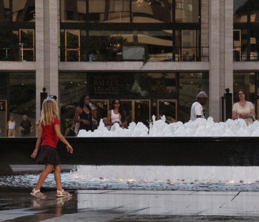 リンカーンセンターに巨大噴水が新登場!_b0007805_19515494.jpg