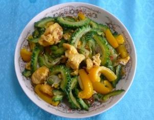 手軽な中国家常菜①――「苦瓜と卵の炒め」_f0138875_1214789.jpg