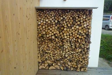 薪の壁_d0087595_90243.jpg