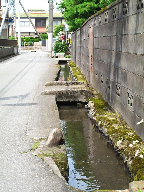 柴崎分水(立川分水)(3)奥多摩街道〜中央線付近まで_c0163001_93604.jpg