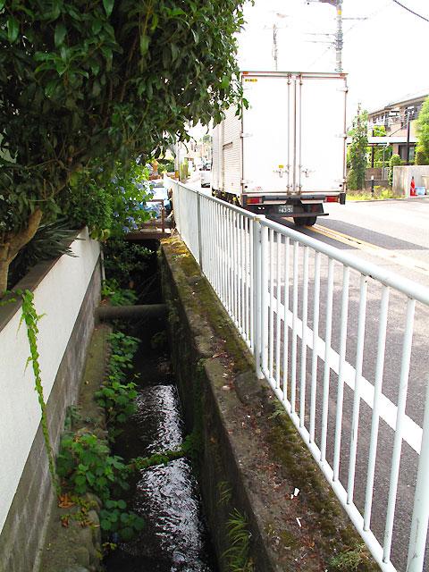 柴崎分水(立川分水)(3)奥多摩街道〜中央線付近まで_c0163001_9381344.jpg
