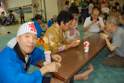 第12回聖愛園夏祭りを盛大に開催しました!!_a0154110_1558923.jpg