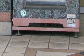 錦糸町駅ビルテルミナ2前の擬態飲料自動販売機_a0003909_23583888.jpg