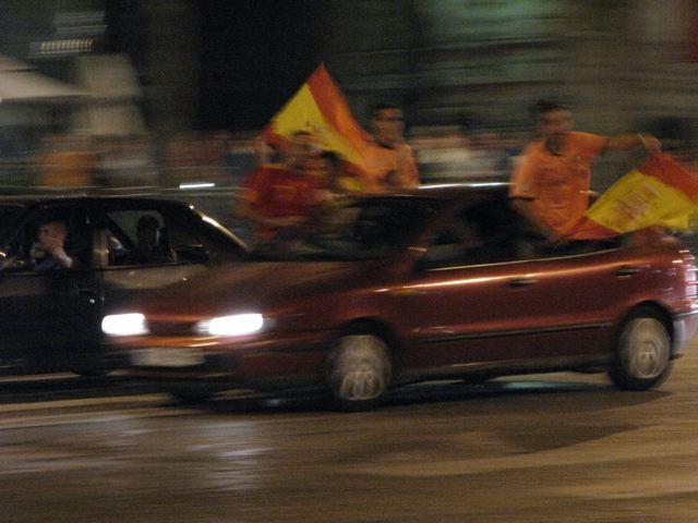 スペインが初優勝!シャンゼリーゼはこうなる!(凱旋門ーパリ)_f0119071_8172559.jpg