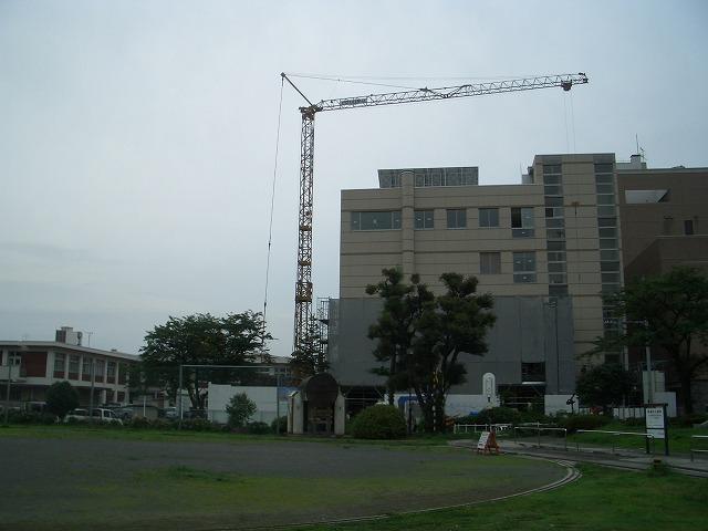 姿を現し始めた「富士法務総合庁舎」_f0141310_22394438.jpg