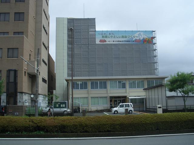 姿を現し始めた「富士法務総合庁舎」_f0141310_22403414.jpg