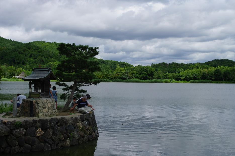 広沢池で空を撮る..._f0152550_2294550.jpg