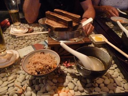 迷った末に,晩ご飯は焼き鳥の名店「六甲」_c0180686_3353978.jpg