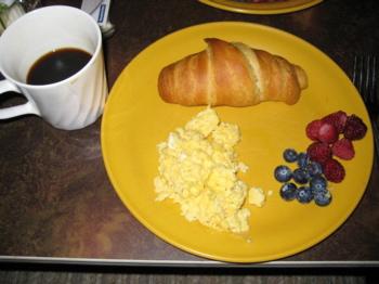 朝ご飯は 焼きたてクロワッサン。_d0164754_1414872.jpg