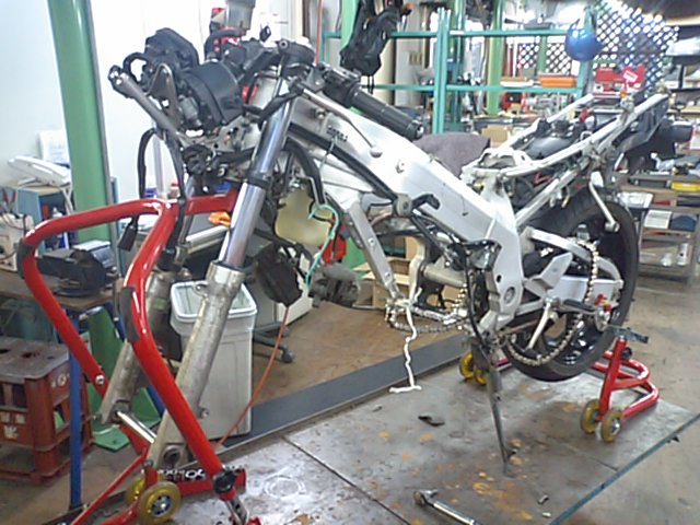 7 NSR250エンジンO/H_e0114857_1132612.jpg