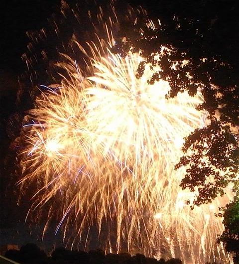いよいよ本番!今年はセーヌの上に見えました(パリーフランス)_f0119071_0123217.jpg