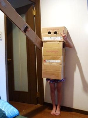 ダンボールでロボット。工作マニアの4番目作。_e0188087_004164.jpg