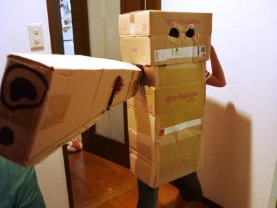 ダンボールでロボット。工作マニアの4番目作。_e0188087_04174.jpg