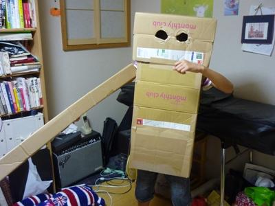 ダンボールでロボット。工作マニアの4番目作。_e0188087_045622.jpg