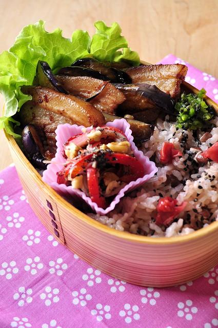 ルクエで胡麻和え 豚と茄子のお弁当_b0171098_1226362.jpg