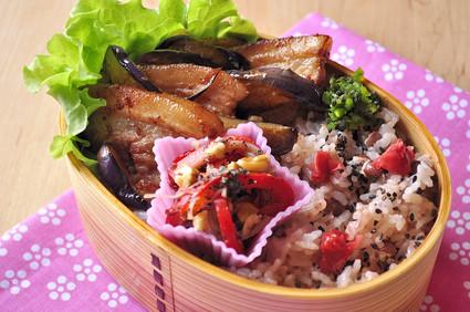 ルクエで胡麻和え 豚と茄子のお弁当_b0171098_12422619.jpg