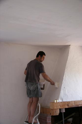 イタリアの夏のお掃除は・・・壁塗りっ!_f0106597_2337050.jpg