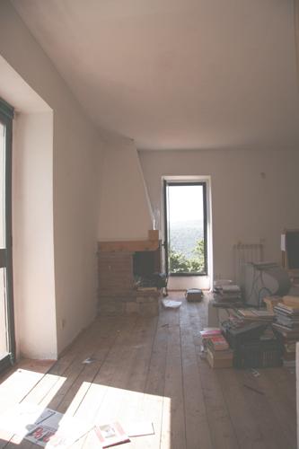 イタリアの夏のお掃除は・・・壁塗りっ!_f0106597_23413668.jpg