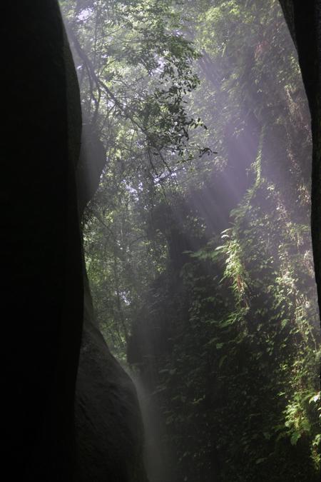 光と水の間_e0180823_2256236.jpg