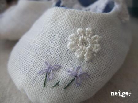 ホワイトリネンにちょこっと刺繍のキュートなベビーシューズ♪_f0023333_229113.jpg