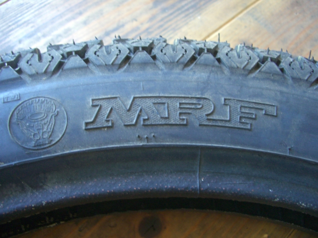 MRFタイヤはインドの香り_a0164918_15371880.jpg
