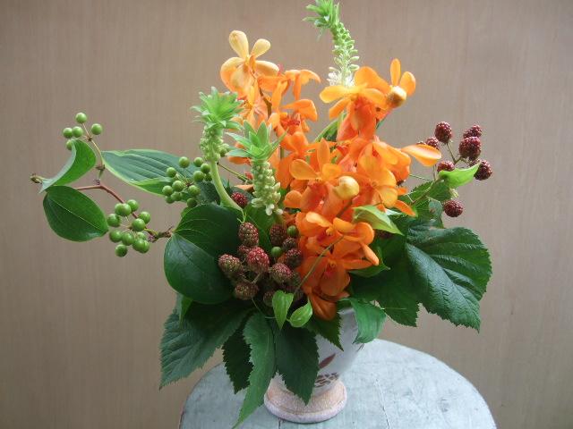 オークリーフ(モカラ・スモールオレンジとパイナップルリリーのアレンジメント)_f0049672_1542474.jpg