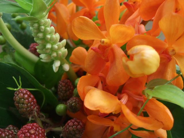 オークリーフ(モカラ・スモールオレンジとパイナップルリリーのアレンジメント)_f0049672_15431235.jpg
