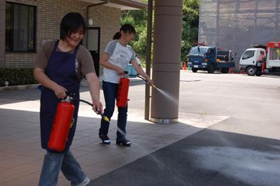 消防総合訓練を実施_a0154110_14514929.jpg