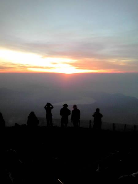 富士山山頂で・・・_c0206900_8193825.jpg