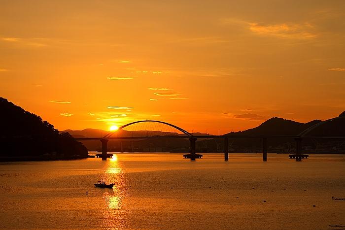 """""""オレンジ色に染まる内海大橋""""_a0140608_605742.jpg"""