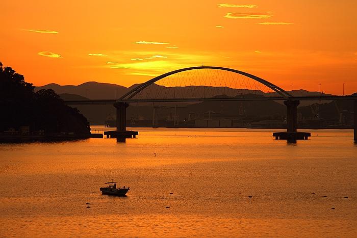 """""""オレンジ色に染まる内海大橋""""_a0140608_614970.jpg"""