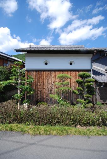 北播磨の蔵の開口部は小さくて丸い。その1。_c0195909_1973645.jpg
