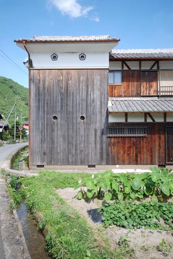 北播磨の蔵の開口部は小さくて丸い。その1。_c0195909_1975958.jpg