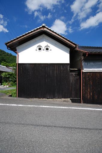 北播磨の蔵の開口部は小さくて丸い。その1。_c0195909_1981643.jpg
