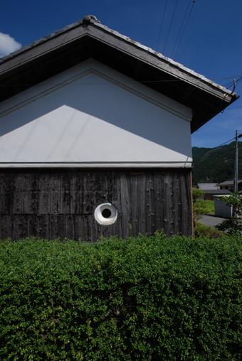 北播磨の蔵の開口部は小さくて丸い。その1。_c0195909_19845100.jpg
