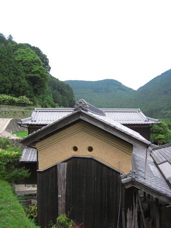 北播磨の蔵の開口部は小さくて丸い。その2。_c0195909_2025276.jpg