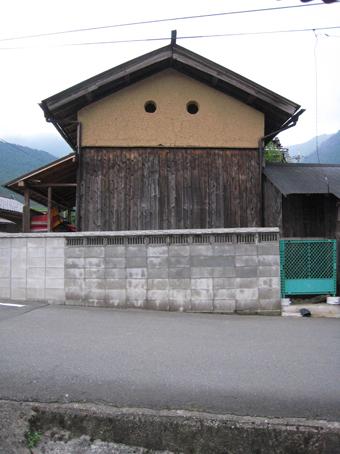 北播磨の蔵の開口部は小さくて丸い。その2。_c0195909_2032588.jpg