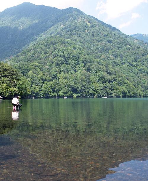 夏の湖を釣る_c0095801_18235254.jpg