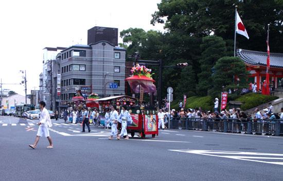 祇園祭り 花笠巡行 2_e0048413_20372883.jpg