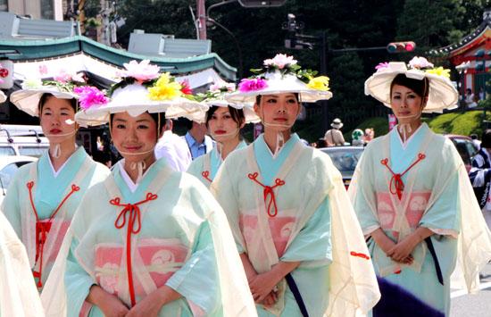 祇園祭り 花笠巡行 2_e0048413_213193.jpg