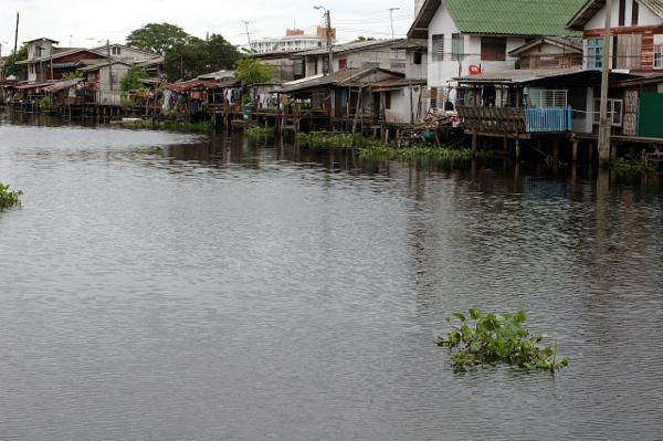 バンコク散歩・運河沿い編(2)_b0131470_14513925.jpg
